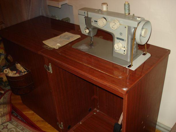 Машина швейная Подольск-142