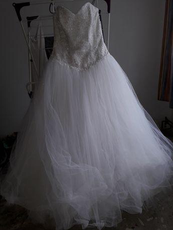 Suknia ślubna biała księżniczka, uszkodzony tiul wyprana, buty 38