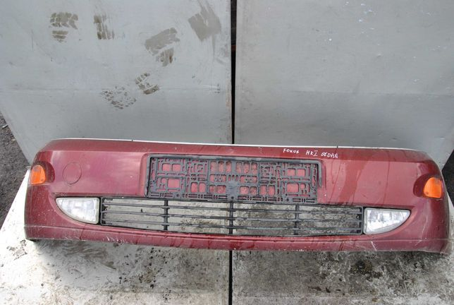 Ford Focus MK1 sedan zderzak przód