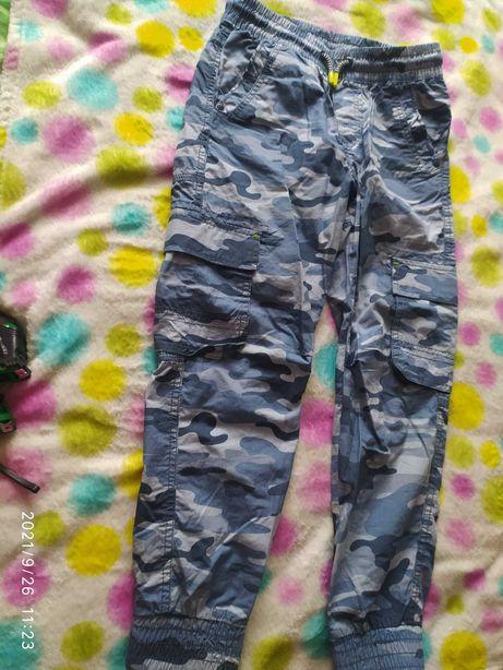 Płócienne spodnie moro CoolClub, rozm.140