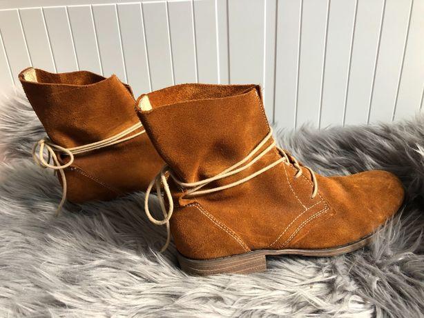Buty zamszowe wiązane