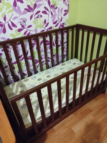 Детская кроватка с эффектом маятника