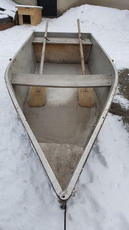 Лодка дюралева, на колесах.