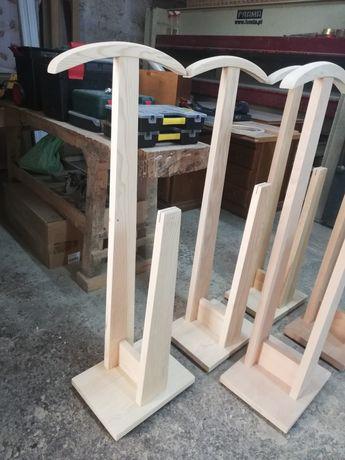 Cabides em branco (várias madeiras)