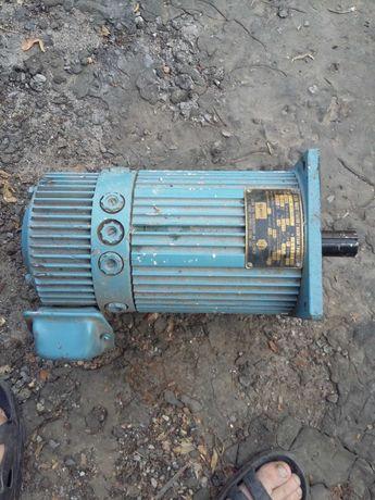 Електро мотор на електро погрузчик і вітрогенератор 67кв