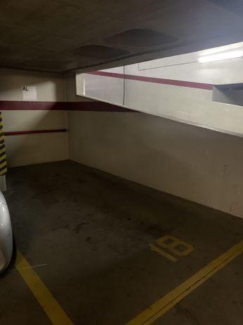 Arrendo lugar de garagem - Estrada da Luz (Laranjeiras)