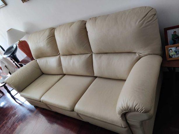 Sofá 3 lugares em pele com 2 assentos reclináveis