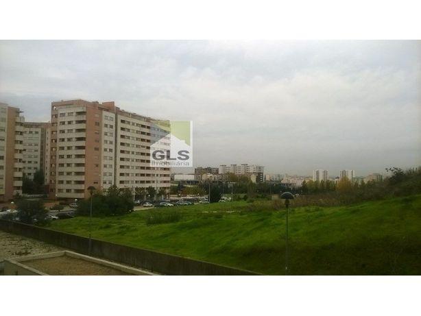 Amplo e Luminoso T1 com Estacionamento na Alta de Lisboa