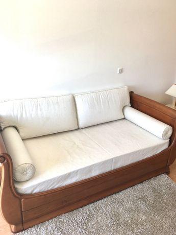 Cama estrados colchão almofadas - tudo incluído