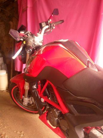 BENELLI 250cc.Esta moto é isenta de selo.vendo ou troco por carro