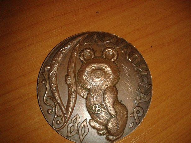 Настольная медаль Олимпийский мишка 80 -х годов