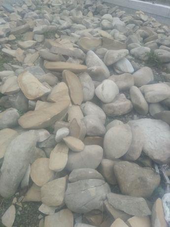 Камінь річковий .
