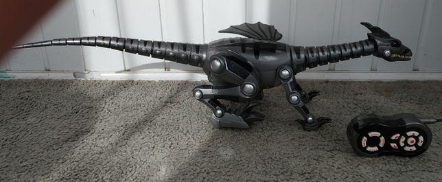 Прдам детскую игрушку на пульте управления дракон.