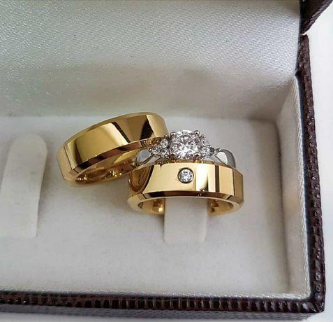 Lśniąca Piękna Para Złotych Obrączek Ślubnych