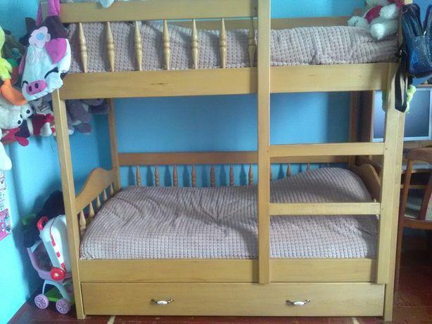 Ліжко двоярусне двоповерхове