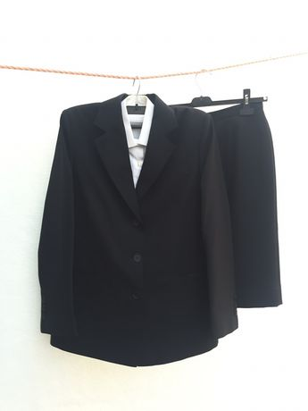 Fato / Traje Académico completo (Casaco + saia + camisa + gravata)