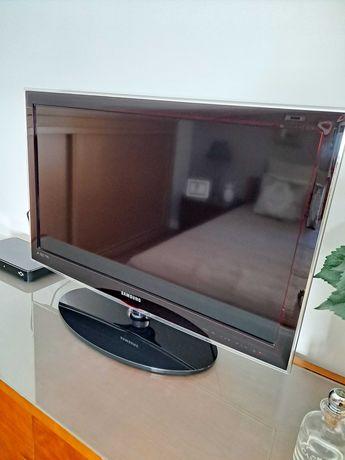 Televisão LED Samsung c/ comando
