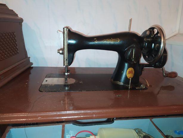 Продам швейну машинку SINGER в робочому стані