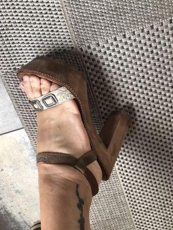 Sandália marca Xuz