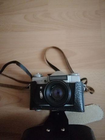 Продам фотоаппарат Зенит-Е с объективом Г-44-2 в отл.сост.