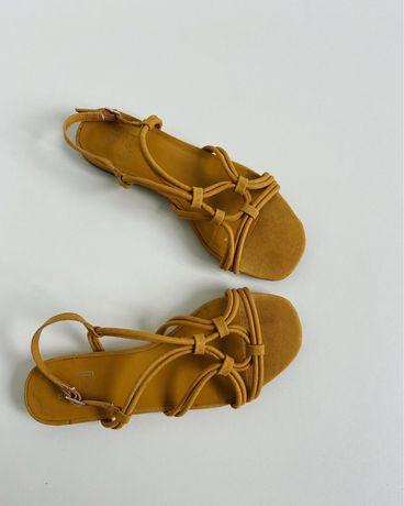 Новые сандали с квадратным носком ZARA