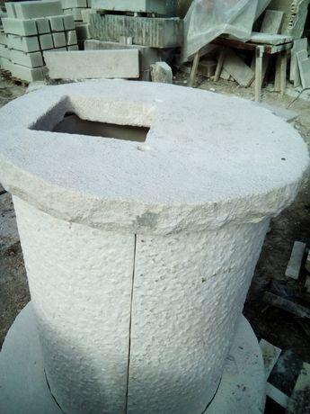 poço em pedra maciça picada