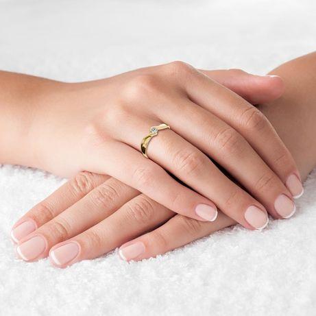 Pierścionek zaręczynowy z diamentem z żółtego złota