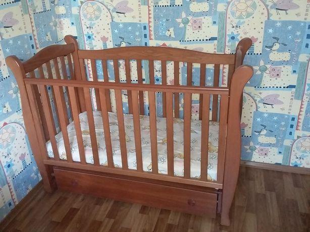 Детская деревянная кровать Верес Соня ЛД15 с маятниковым механизмом.
