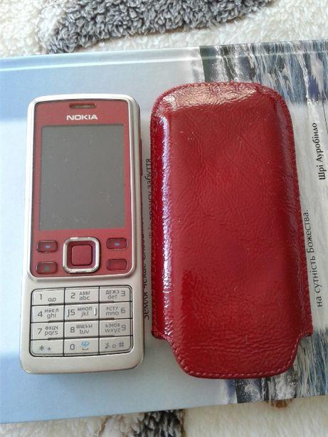 Мобильный телефон Нокиа 63000 с кожаным чехлом и зарядным.