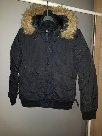 Czarna kurtka zimowa z kapturem Diverse S/36 ocieplana