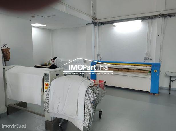 PARA TRESPASSE - Lavandaria equipada com carteira de clientes