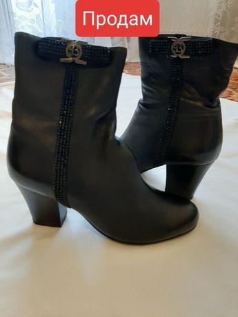 Продам женские кожанные осенние ботинки
