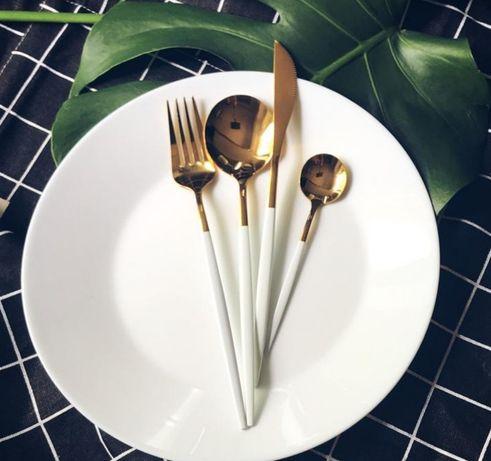 Инстаграмный белый золотой набор столовых приборов 4 штуки для фото