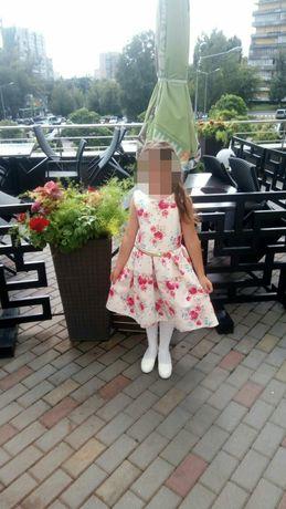 Продаю платья на 6 - 8 лет.