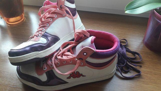 Продам новые кроссовки Карра