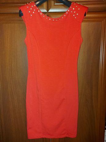 Жіноче плаття , червоного кольору