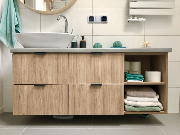 Szafka / półka łazienkowa szaro - drewniana z umywlaka i baterią