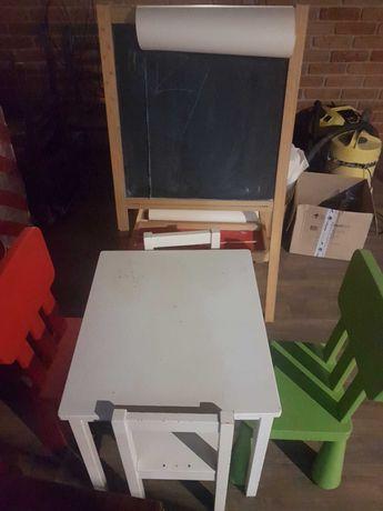 Stolik Ikea, krzesla mammut, tablica