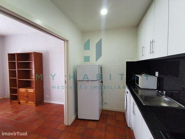 Apartamento T1, equipado e mobilado perto da Praça da Rep...