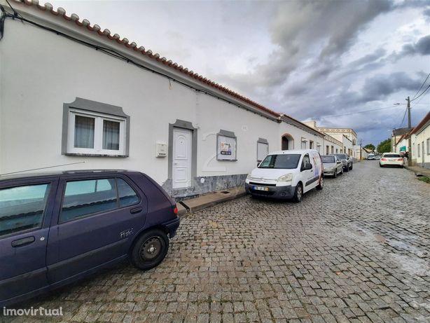 Moradia T3 com quintal, sótão, telheiro, arrecadação e anexos, Vidigue