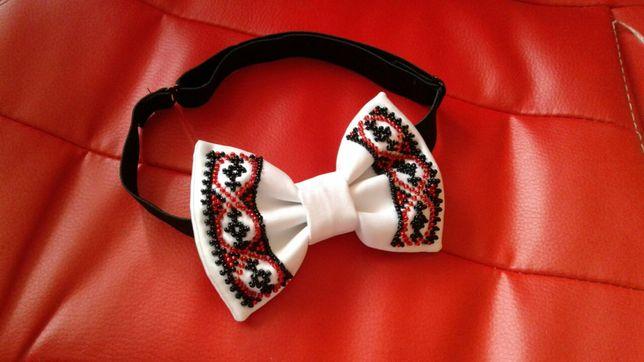 Школьный галстук бабочка белый