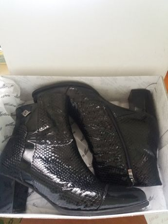 Продам кожаные женские ботинки 41р-р Турция