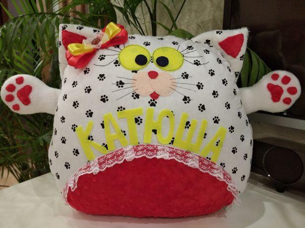 Подушка-котик с лапками, именная