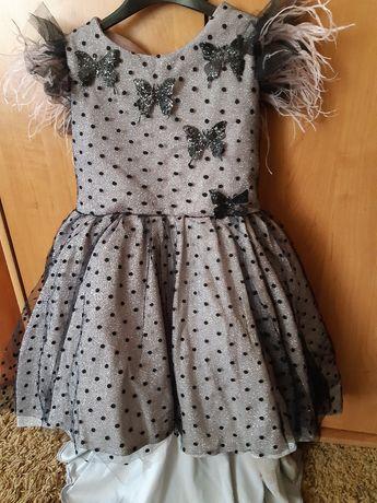 Платье  со шлейфом для принцессы