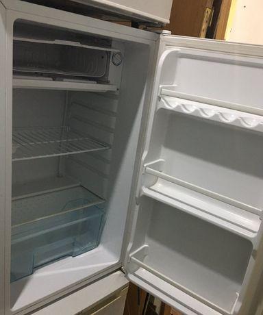 Однокамерний міні холодильник DELFA * DMF- 83 (б/у)