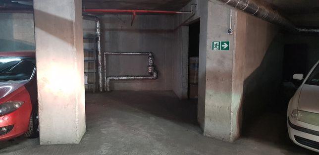Miejsce parkingowe (podziemne) w apartamentowcu Sunhill Jana Sawy.