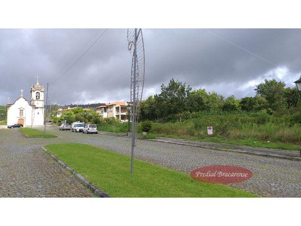Lote de terreno para moradia individual no Pico, Vila Verde.