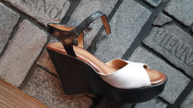 Sandałki na koturnie 36