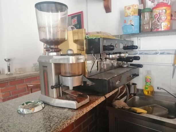 Máquina de café com moinho