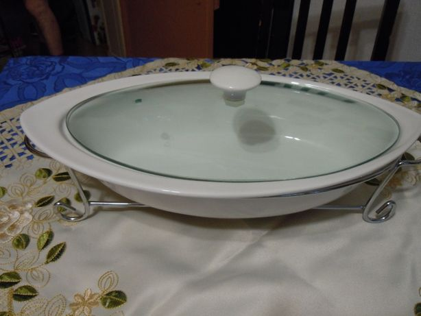 Naczynie ceramiczne w stojaku nierdzewnym